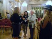 La Tana Rinaldi con Las Muñecas Bravas a minutos de empezar el 3er legistango en el Salón Dorado (2)