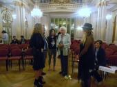 La Tana Rinaldi con Las Muñecas Bravas a minutos de empezar el 3er legistango en el Salón Dorado (5)